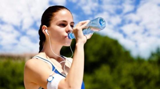 6 Ways Water Helps Your Body