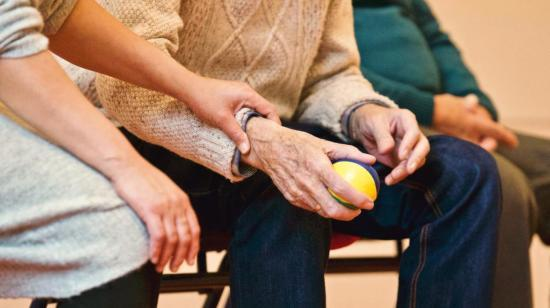 6 Tips to Reduce Knee Pain in Old Age