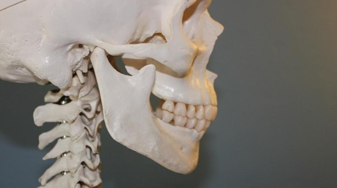 Exercises for Strengthening Your Jaw in a Lockjaw