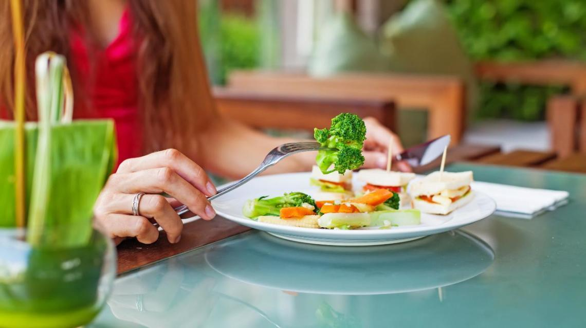 """5 Eating Strategies to Feel """"Nourished"""""""