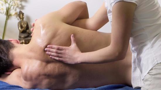 Patra Pinda Sweda (Ela Kizhi Massage)